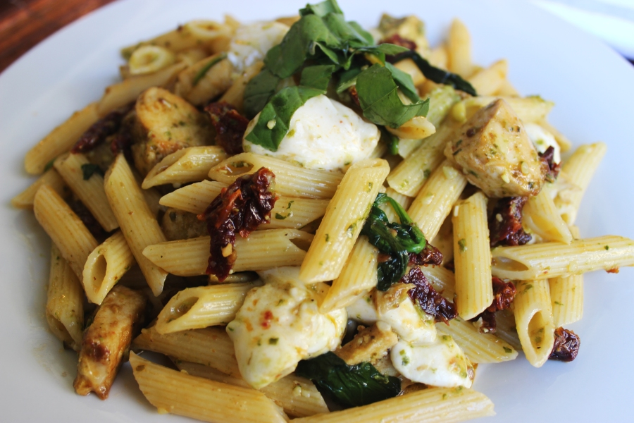 Pasta with chicken cheese spinach and sundried tomatoes