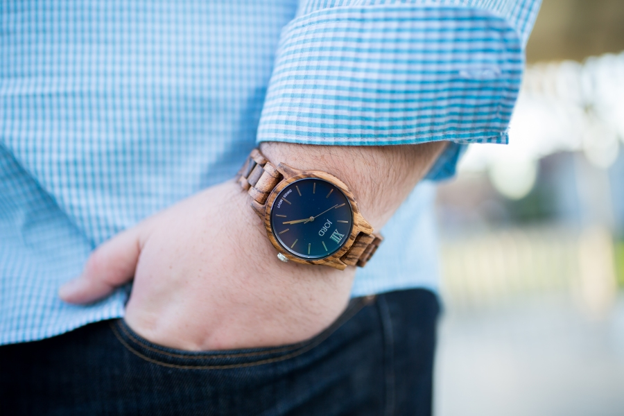 hand-in-pocket-with-watch