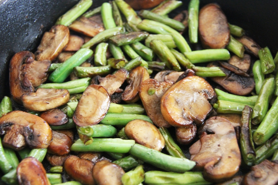skillet-green-beans-and-mushrooms